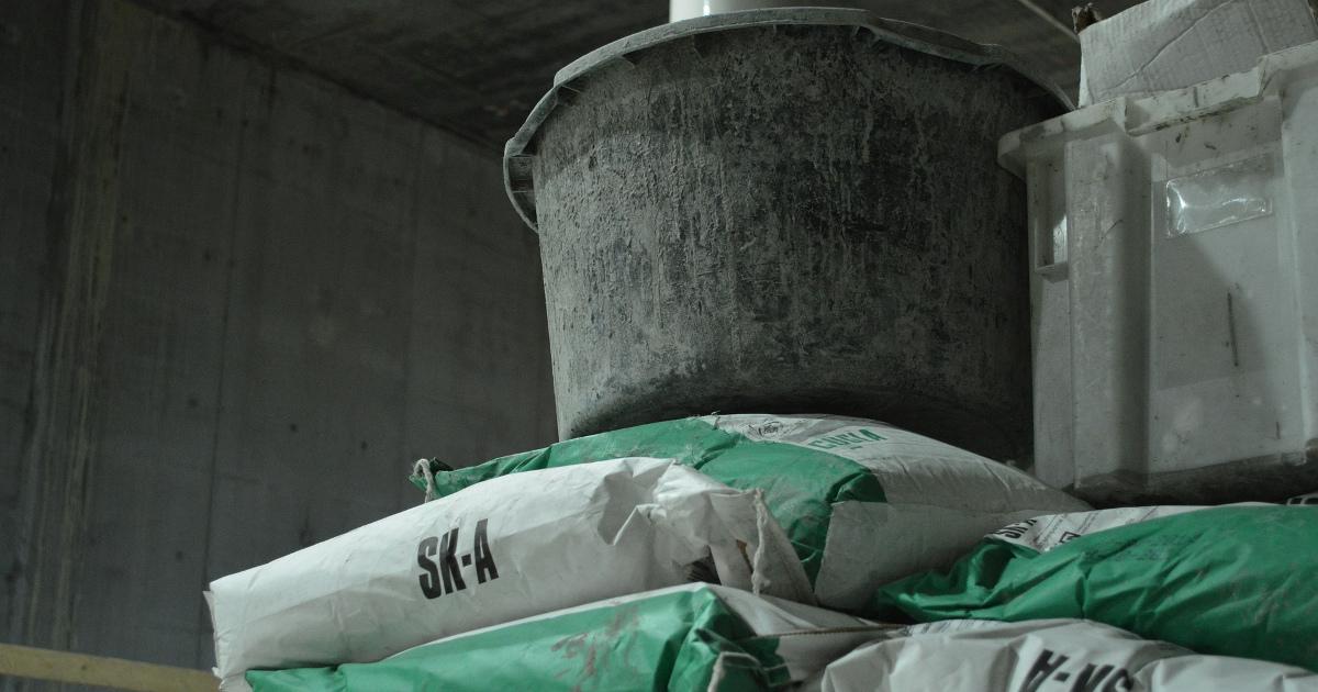 цемент, раствор, бетон, ведро с раствором