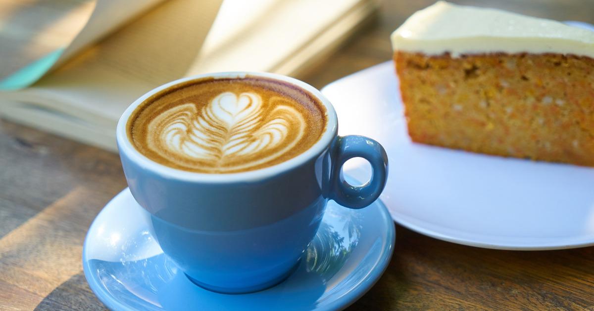кофе, выпечка, в кафе