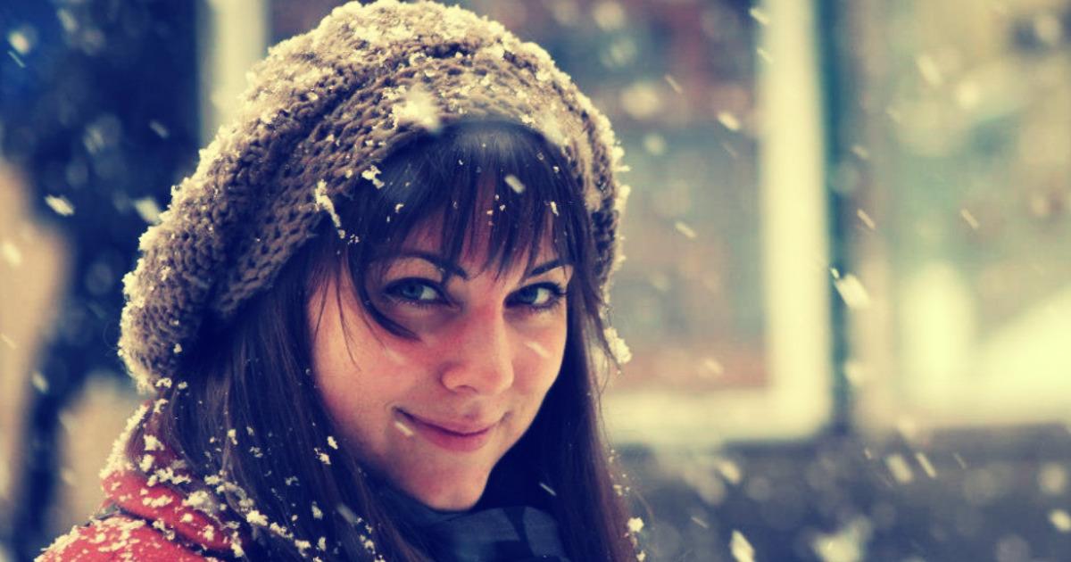 Девушка в тёплой одежде, зима