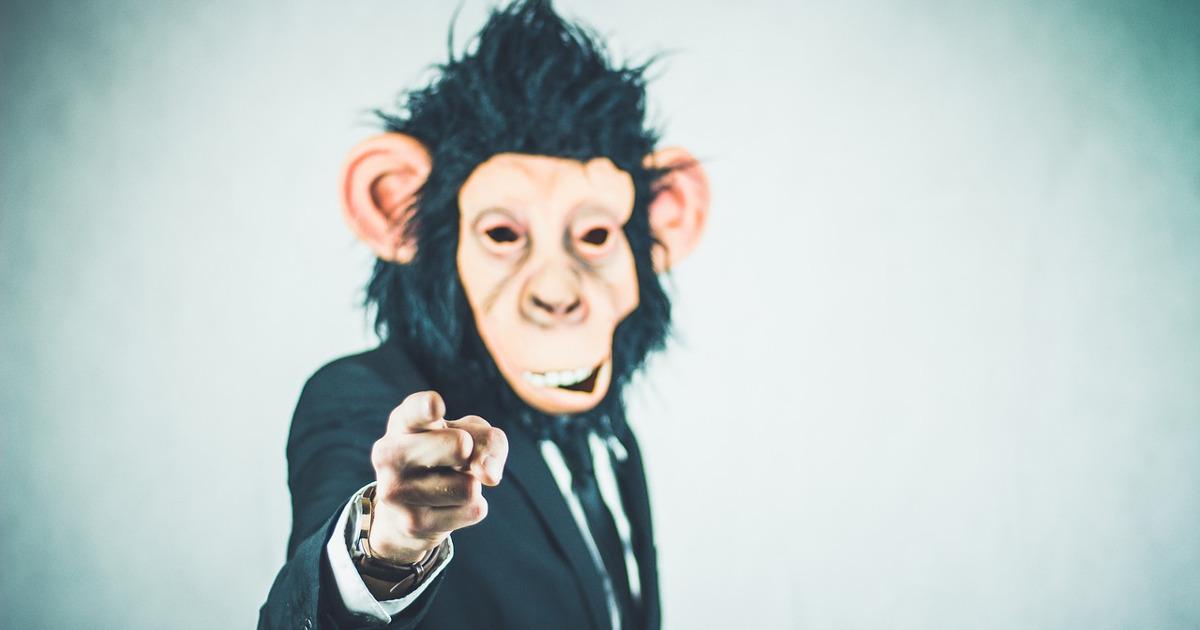 Босс в маске обезьяны