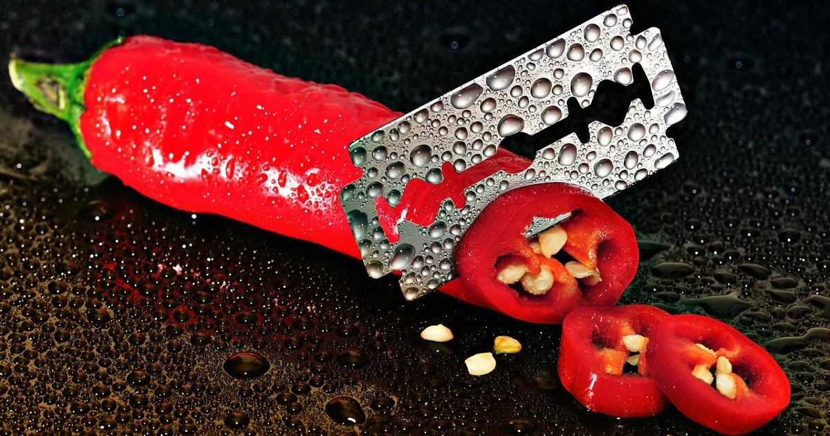 Перец, нарезанный при помощи лезвия