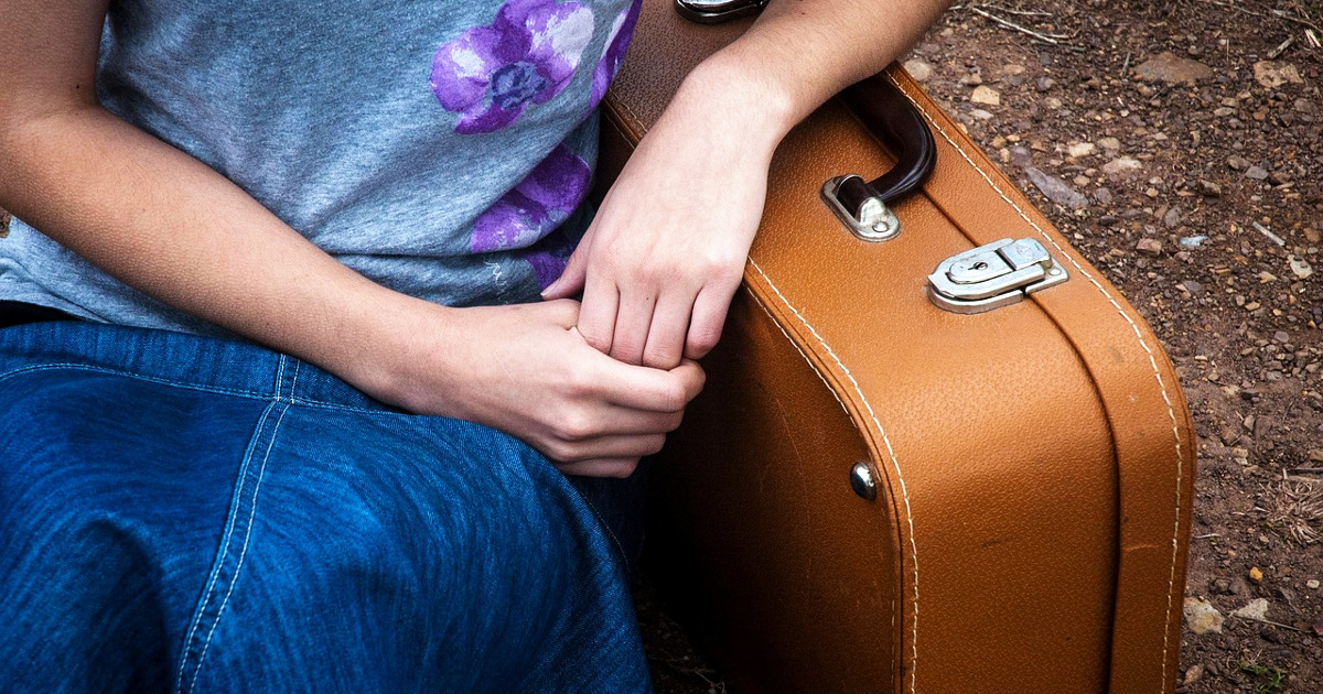 Девушка с чемоданом, багаж