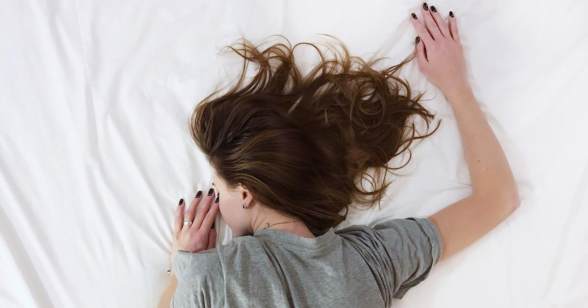 жена спит