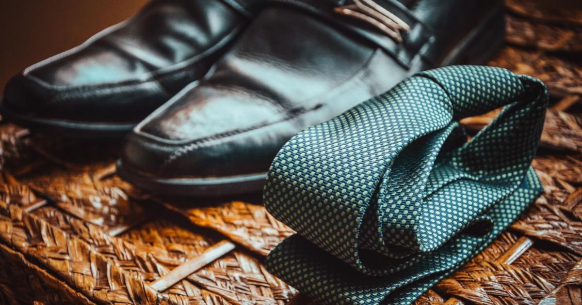 галстук и ботинки