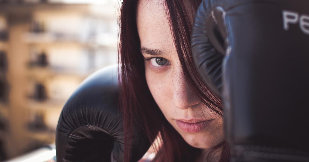 Женщина боксёр