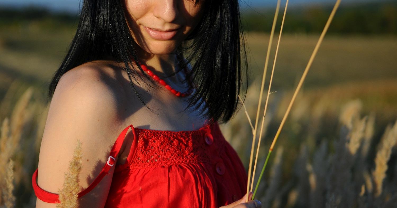 Девушка, поле, колосок, девушка в красном платье