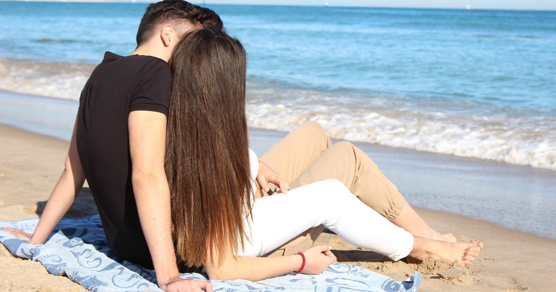 Пара, пляж