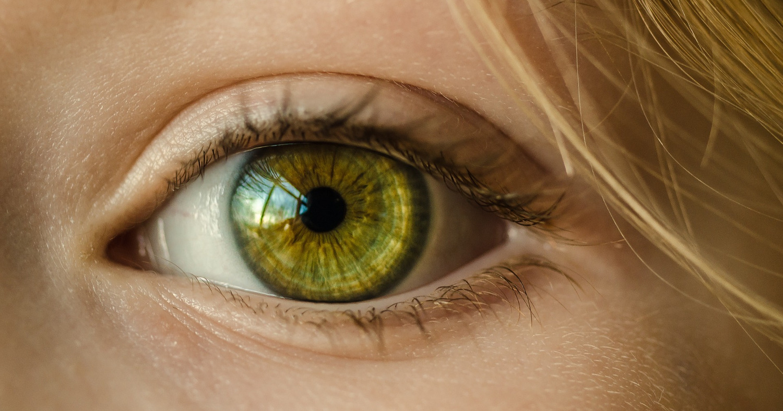 Глаз девушки, взгляд, зелёный зрачок