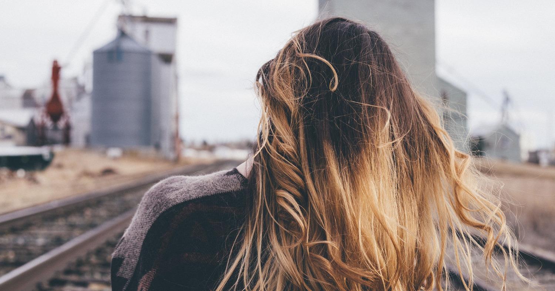Фото девушки со спины