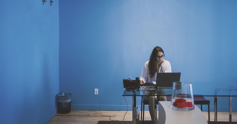 Девушка у компьютера