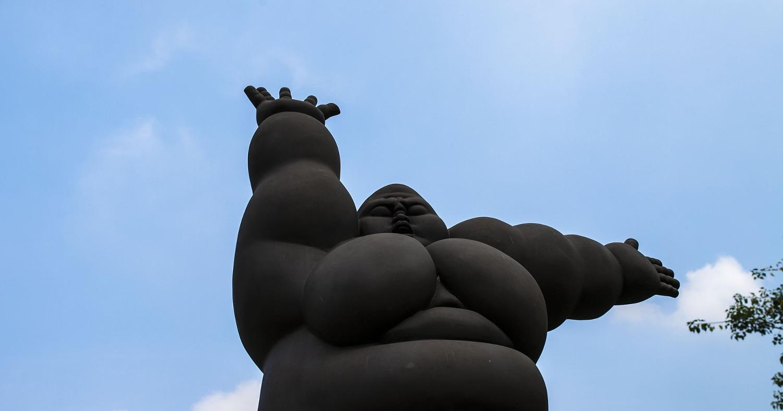 Статуя толстого человека