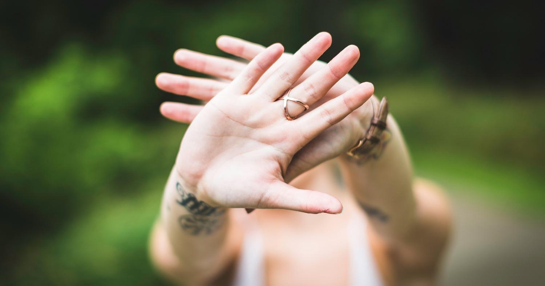 Девочка, руки