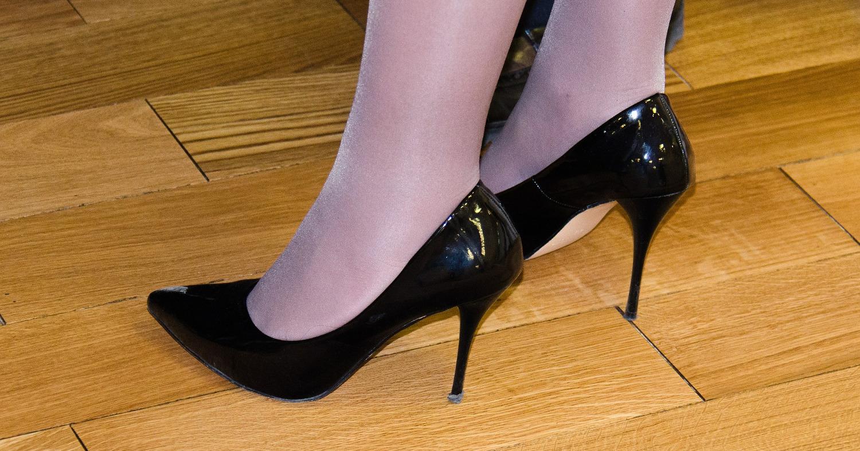 Девушка в туфельках