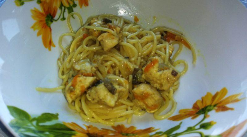 Спагетти с грибами и куриной грудкой